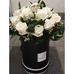 Flowerbox z białych róż